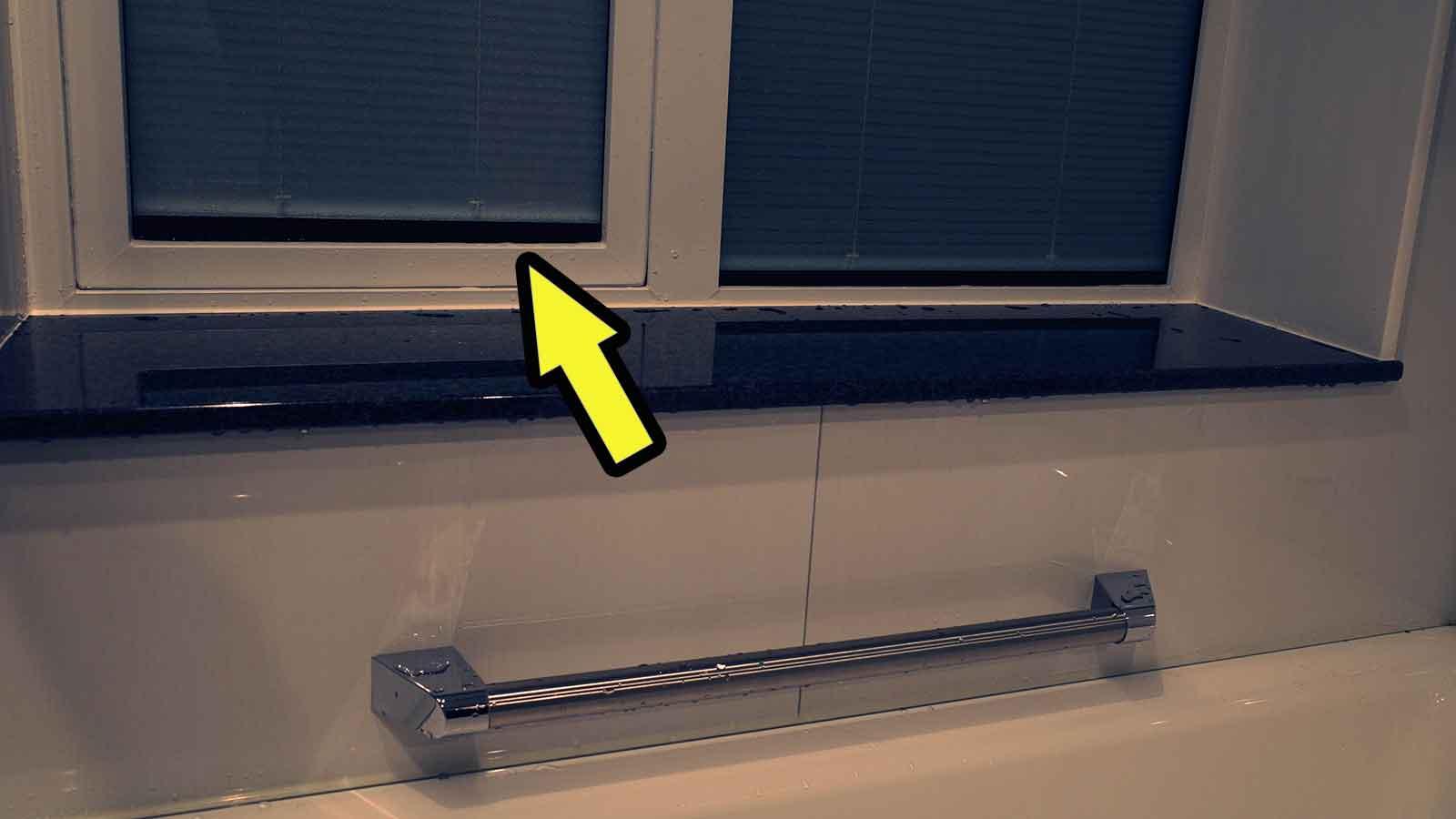 ブラインド機能付きの窓